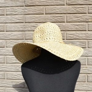 ••floppy straw sun hat with twine bow detail••